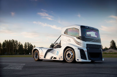 "To φορτηγό της Volvo ""The Iron Knight""κατέρριψε 2 παγκόσμια ρεκόρ με ειδικά ελαστικά Goodyear για φορτηγά"