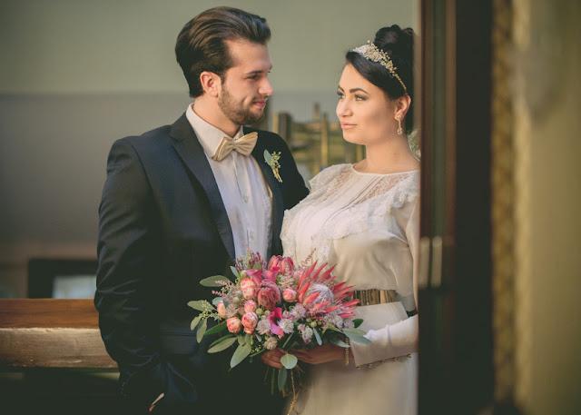 Różowy bukiet ślubny.