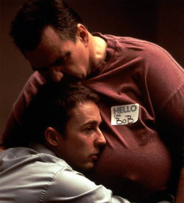 Von hässlichen Mann (dicker Bob) umarmt werden