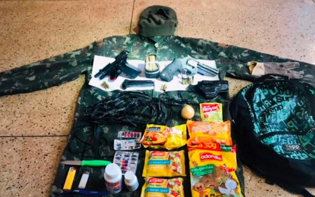 Armas, comida, dinheiro, remédios: o que Lázaro levava na mochila? Veja itens apreendidos