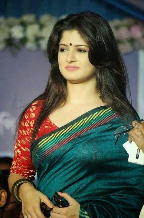 Srabanti Chatterjee With A Handloom Saree