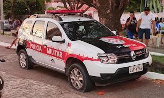 Quase 30 viaturas de polícia são atacadas por supostos policiais na noite desta quarta; vídeos