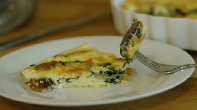healthy breakfast to lose weight, peanut butter strawberry wrap, egg white frittata with feta spinach and mushrooms