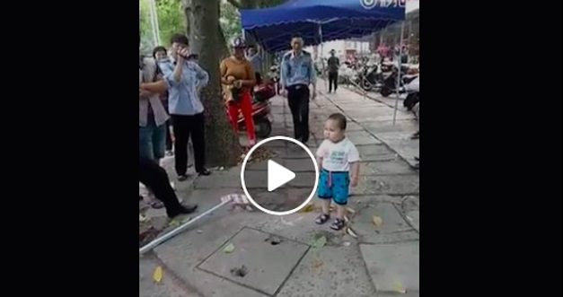[VIDEO] Jangan Sentuh Nenek Saya ! Tindakan Berani Kanak-Kanak Ini Jadi Trending Di Youtube
