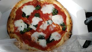 差し入れのピザ