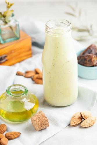 susu dan madu untuk Merawat Kulit Wajah