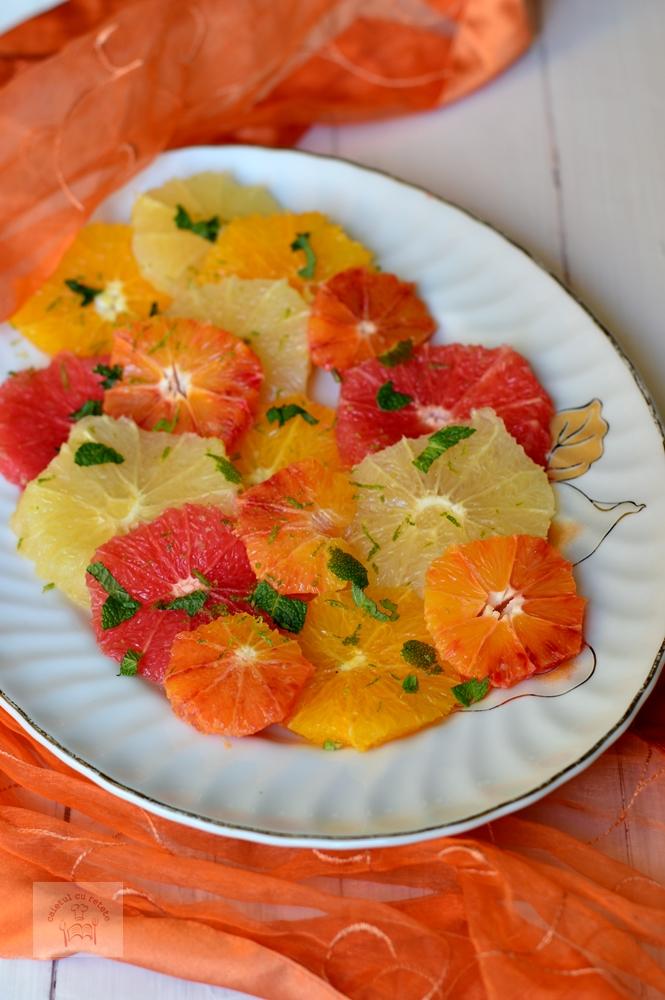 http://www.caietulcuretete.com/2016/03/salata-de-citrice-cu-menta.html