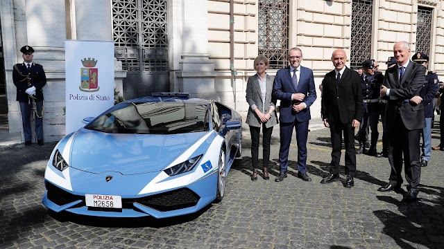 How Lamborghini Huracans Fight Italian Crimes