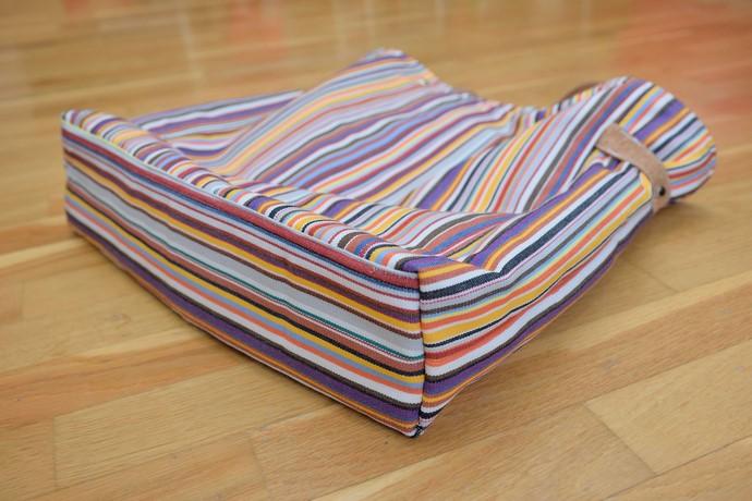 Bodengestaltung der Tasche: verstärkt, aufgesetzt, selber Stoff wie restlicher Taschenkörper
