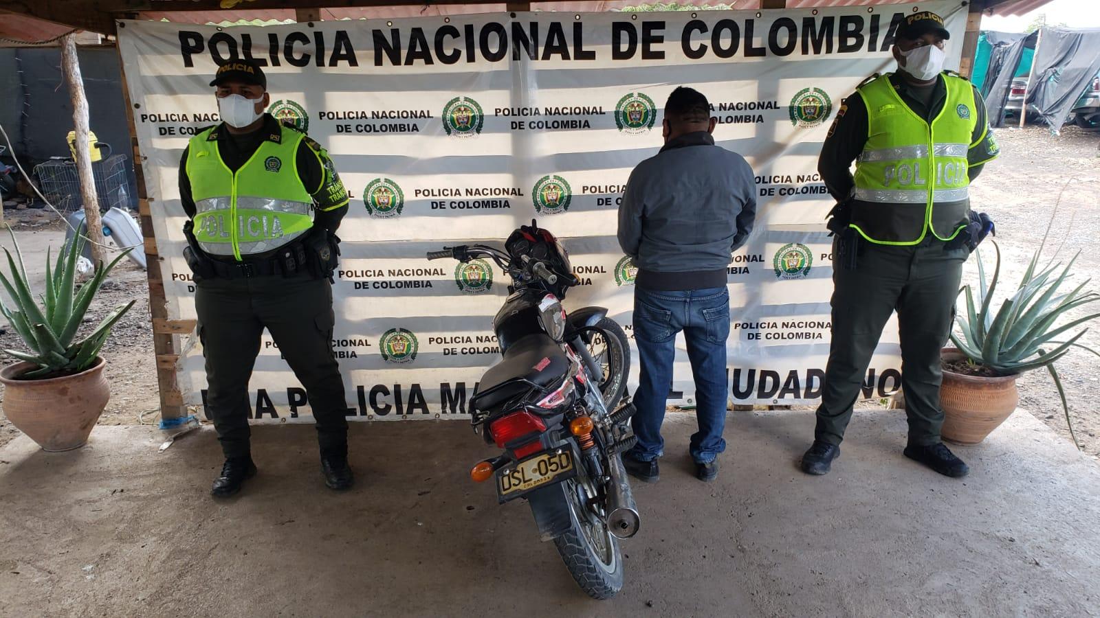 https://www.notasrosas.com/Capturados cuando conducían motocicletas, con Licencias Falsas en La Guajira