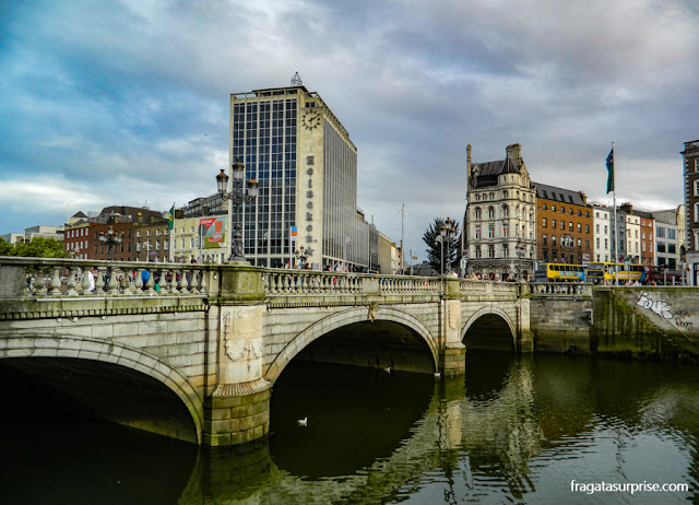 Ponte sobre o Rio Liffey, Dublin, Irlanda