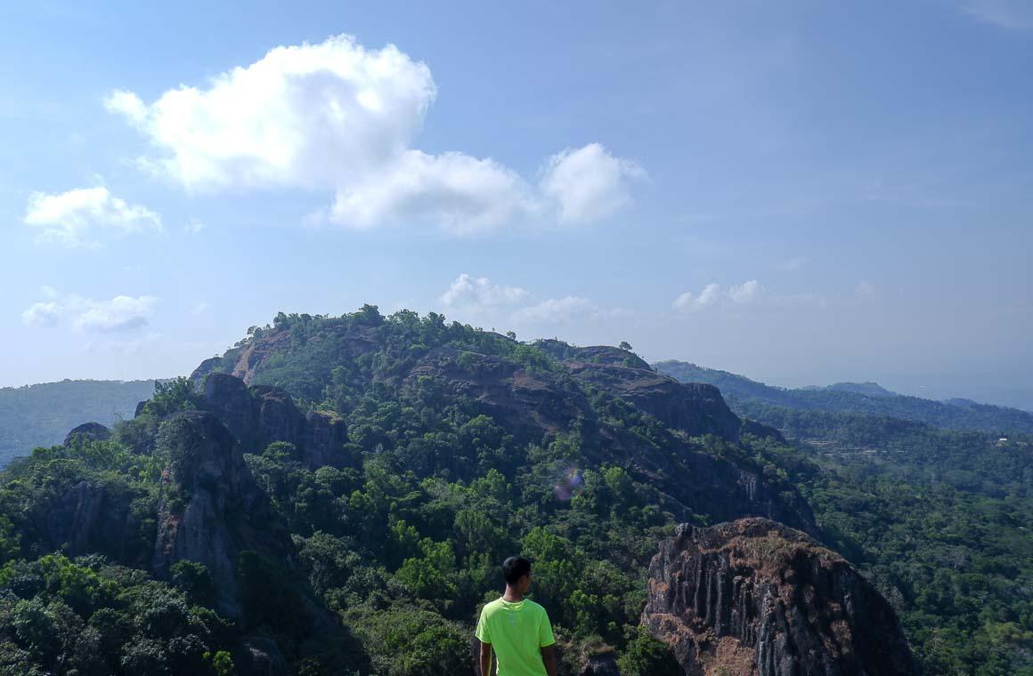Panorama dari puncak Gunung Gedhe di Gunung Api Purba Nglanggeran