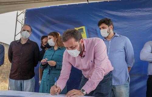 Hildon Chaves assina ordem de serviço para construção de praças em Porto Velho