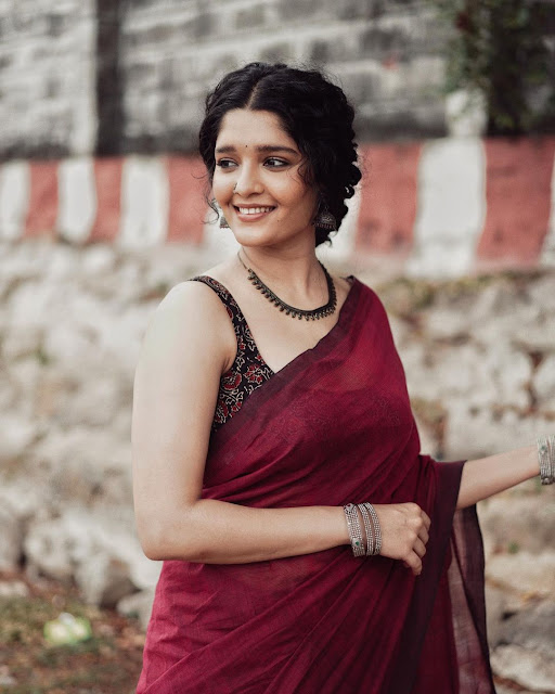 Actress Ritika Singh Very Hot in Saree Shows Off Her Sexy Cleavage Navel Queens