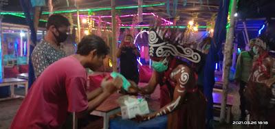 Dukung Kampung Sehat 2, Mahasiswa Papua di Mataram Bagikan Masker
