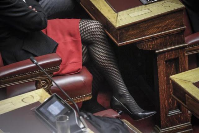 Λυγούρια Βουλευτές! Τους βγήκαν τα μάτια! Το… καλσόν που έκλεψε την παράσταση στη Βουλή! (ΦΩΤΟ) ΕΙΚΟΝΕΣ