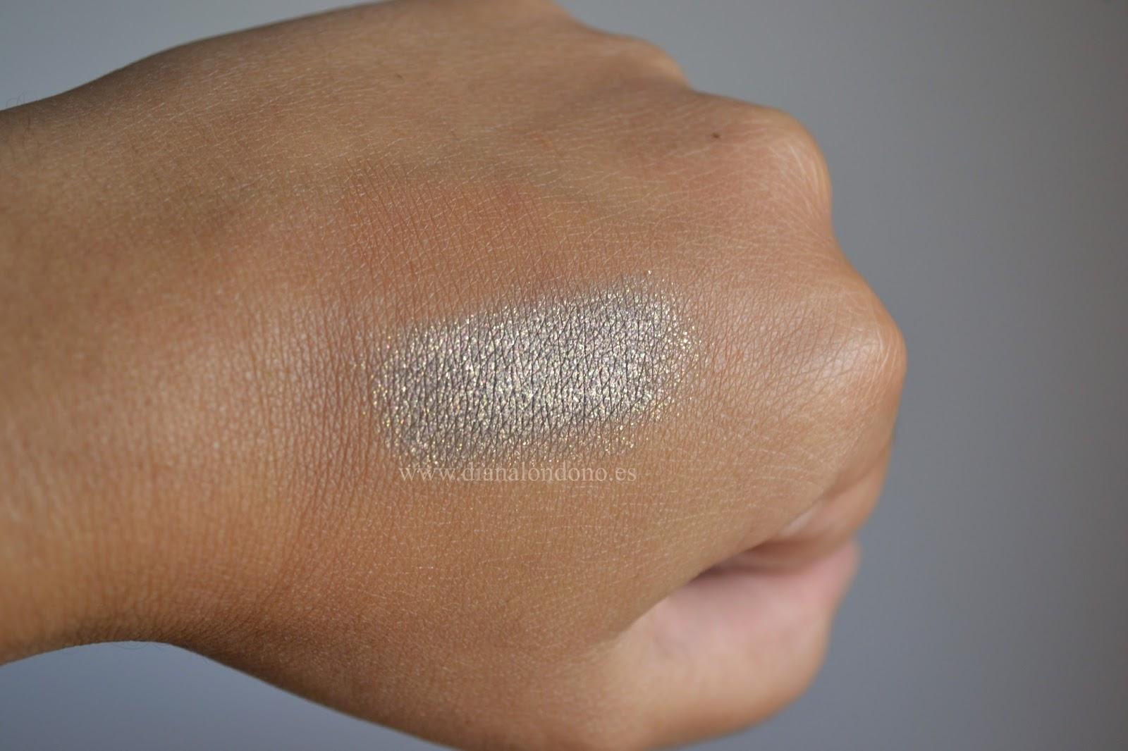 Swatch 2 luz indirecta sombra en crema tono husky Nabla cosmetcis
