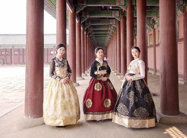 Mặc hanbok truyền thống
