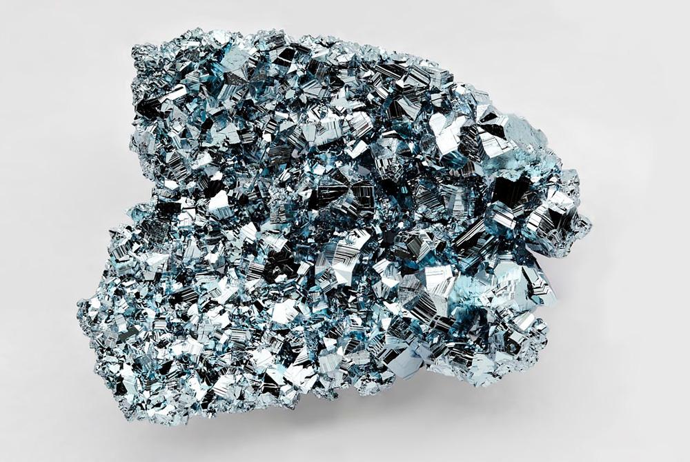 O aço é um metal encontrado na natureza que pode ser utilizado para confeccionar belas joias