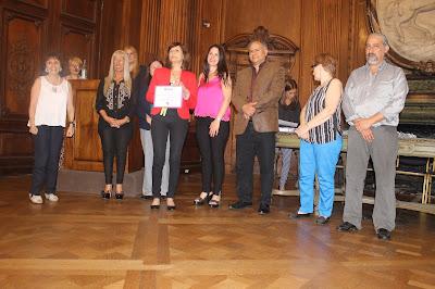 recibe el certificado Marta Fernandez