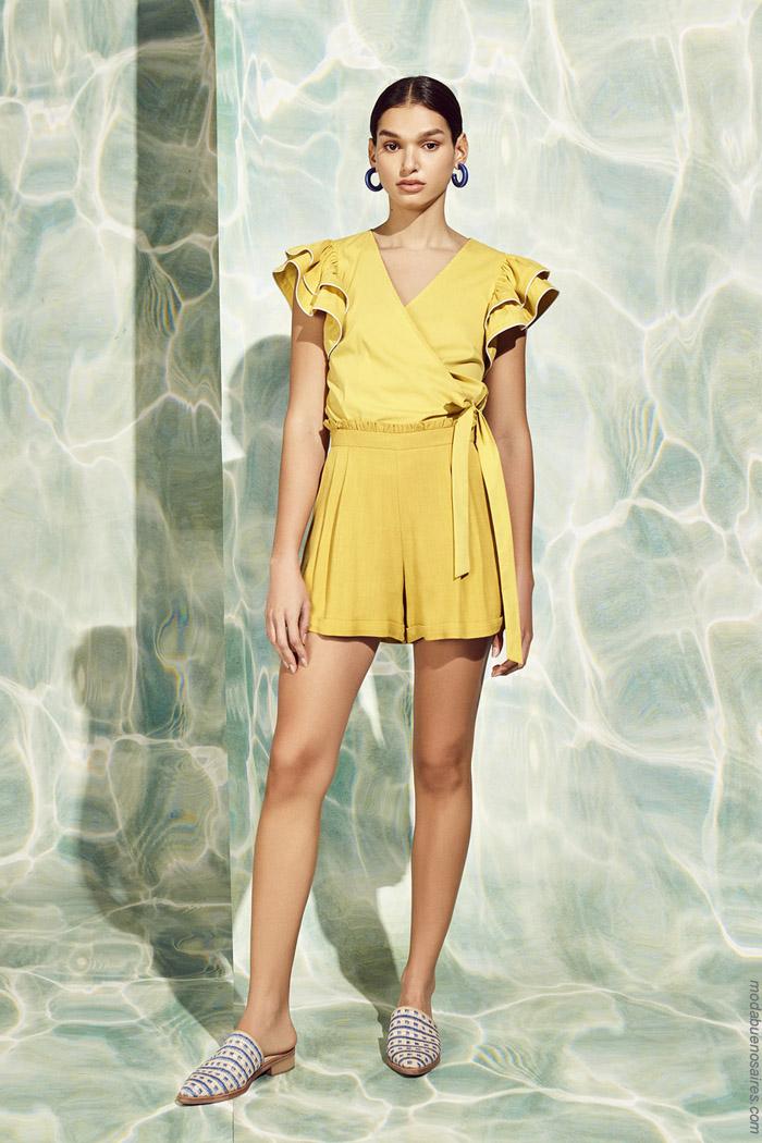 Moda primavera verano 2020: Looks tendencia de moda primavera verano 2020 casual elegante mujer.