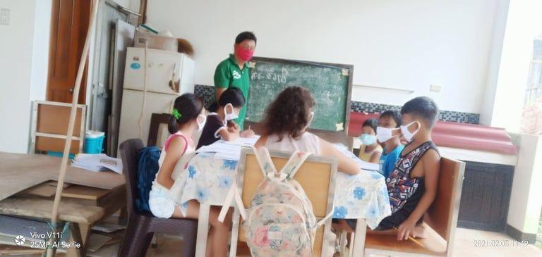 Teacher brings blackboard Sorsogon