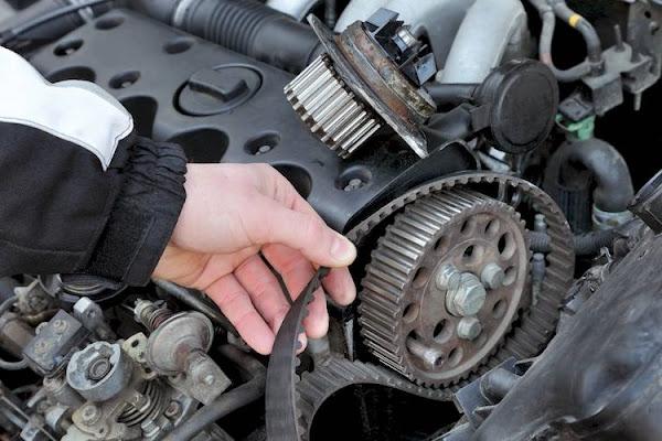 حزام التوزيع في محرك السيارة
