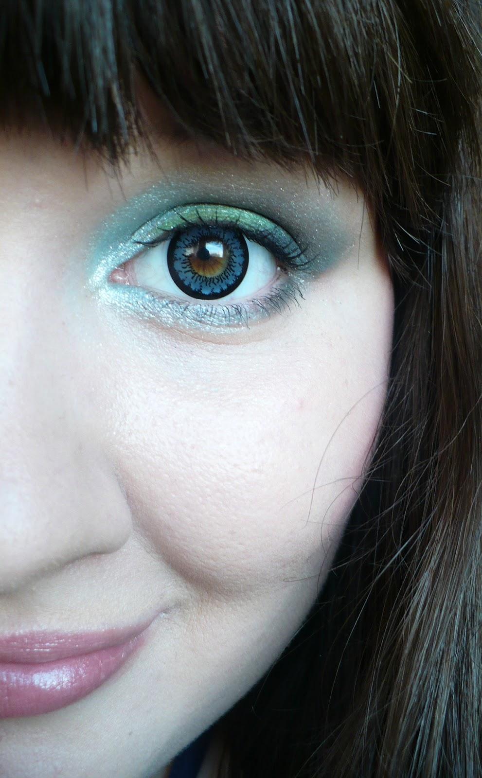 97c55327d Zkusila jsem cvaknout i detail oka. Asi jste poznaly, že jsem si barvu očí  změnila barevnýma čočkama. Byla to moje první zkušenost a můžu vám říct, ...