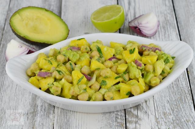 http://www.caietulcuretete.com/2019/08/salata-de-naut-cu-mango-si-avocado.html