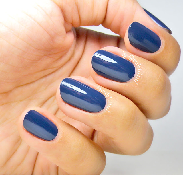 hand model blue nails