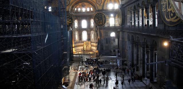 """Τούρκος ιστορικός αποκαλεί """"πόρνες"""" τις Αγίες στην Αγιά Σοφιά"""