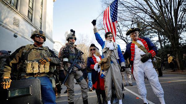 Ελάτε να το πάρετε: Χιλιάδες άτομα στη Βιρτζίνια ενάντια σε νέους νόμους ελέγχου όπλων.