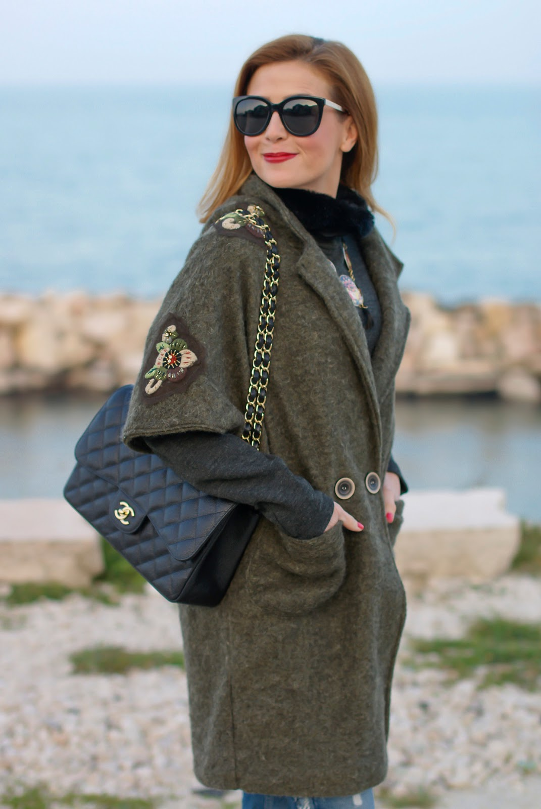 Trendyberry cappotto golden flowers street style casual look on Fashion and Cookies fashion blog, fashion blogger style