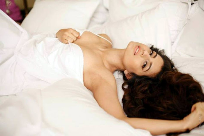 Glorious beauty AMEESHA PATEL photo shoot