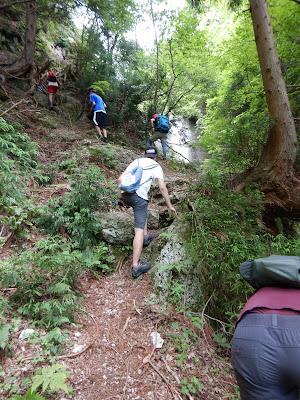 神璽ノ滝から北比良峠へ急斜面