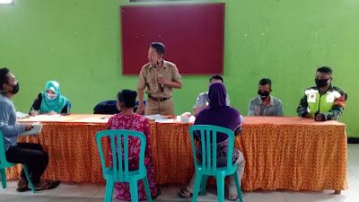 Babinsa Koramil 13 Kranggan Pendampingan Penyaluran Bantuan Sosial Tunai Desa Binaan