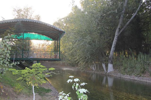 Ouzbékistan, Tachkent, canal Ankhor, © L. Gigout, 2012