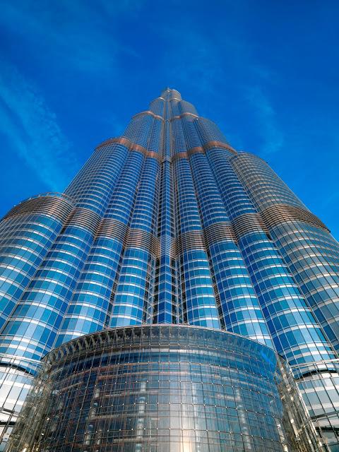 burj-khalifa-hotel-altura-dubai-vistas-tickets-discount-height-in-feet-planos-precios-pisos-vista-contrapicado-contra-picado-cielo-azul