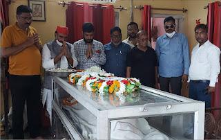 पूर्व मंत्री ओम प्रकाश को नेता प्रतिपक्ष राम गोविन्द ने भिजवायी श्रद्धांजलि चक्र | #NayaSaberaNetwork