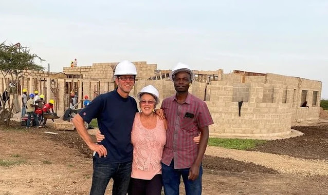 """""""A África está em nossos corações"""", diz casal que constrói centro de saúde na Tanzânia"""