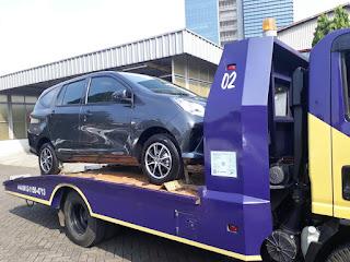 Pengiriman Mobil Menggunakan Towing Atau Yang Disebut Dengan Derek Gendong Dari Jakarta Sampai Cirebon.