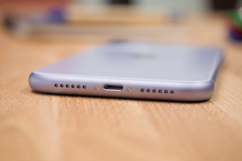 iPhone 12 Pro على التبديل إلى USB-C بينما يقال إن iPhone 12 سيتمسك بموصل Lightning