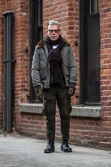 Men's street style: cargo pants clothes in dark tones