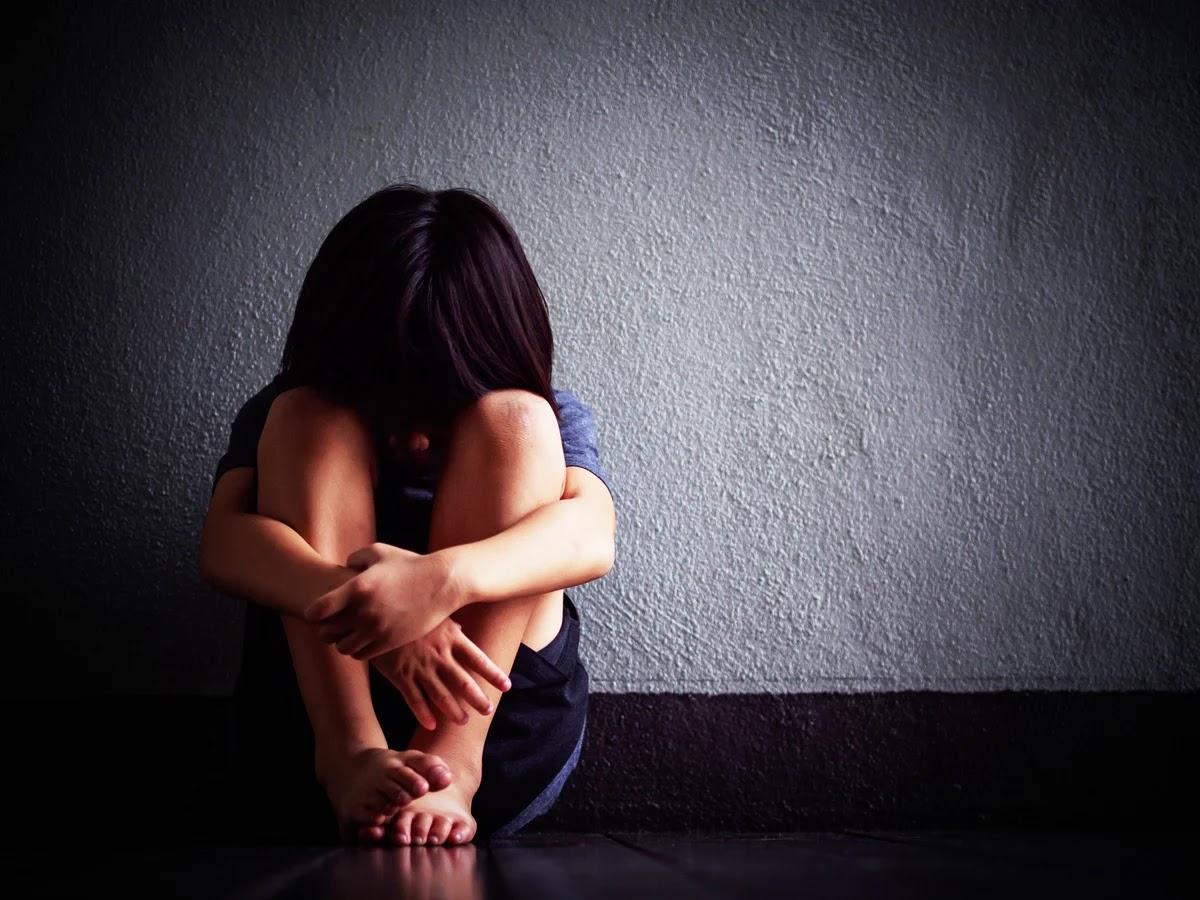 صورة حزينة لبنت