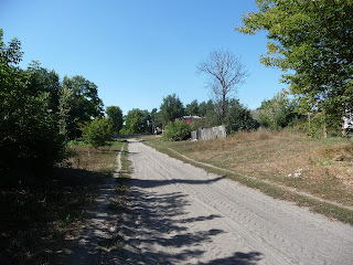Мирополье. Грунтовая дорога к сельскому совету