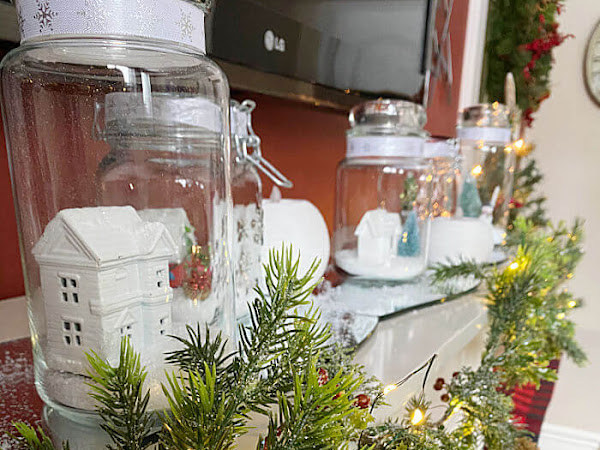 Quick, Easy, And Cheap Christmas Mantel Idea