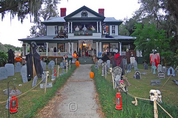 Ghost Hunting Theories: How-To Create Epic Halloween Homes!