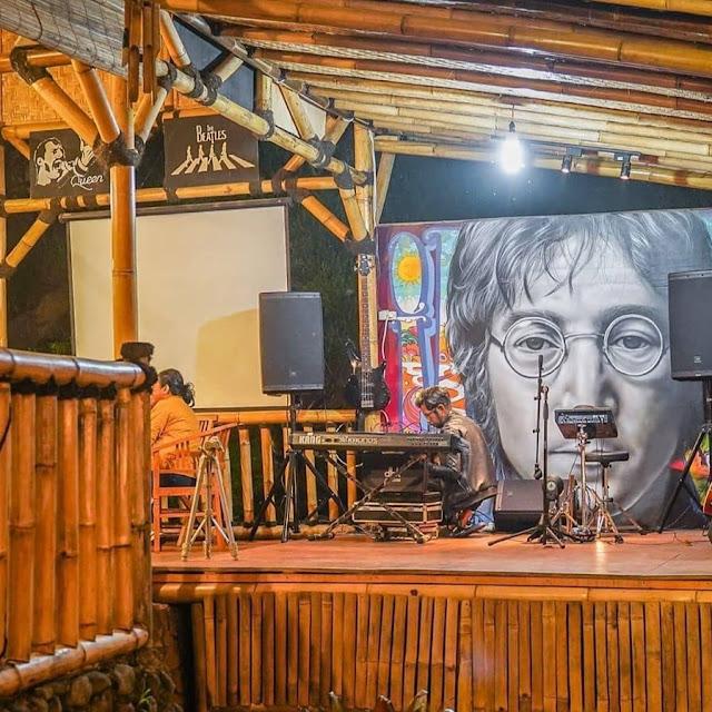 Bromelia Cafe Puncak Bogor