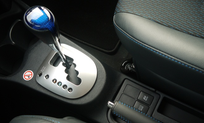 Toyota Yaris Hybrid Gearlever And Mode Ons