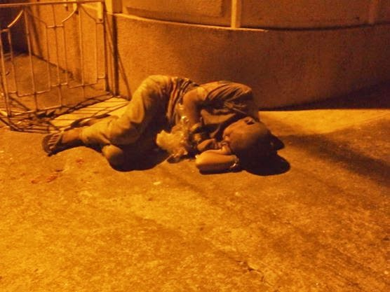 Angeles City, homeless guy sleeping next to the walking street